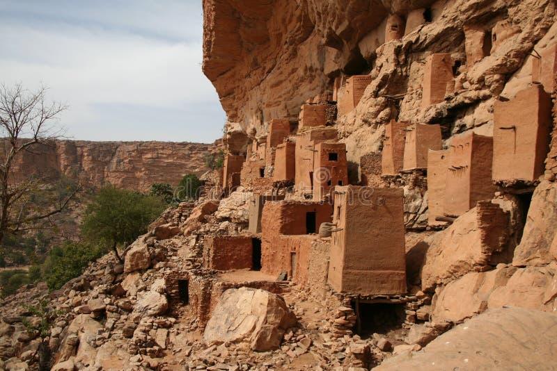 Aldea de Dogon en roca-cara imagen de archivo