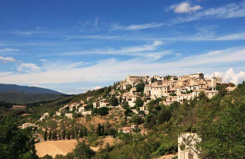 Aldea de la cima de la montaña en Francia fotografía de archivo