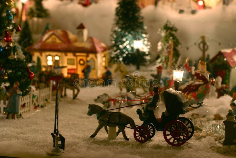 Aldea de la miniatura de la Navidad imágenes de archivo libres de regalías