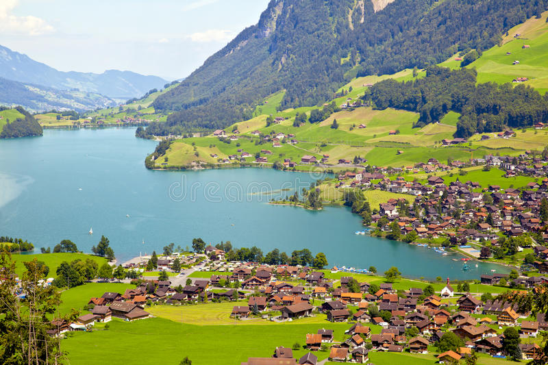 Aldea de Lungern en Suiza imagen de archivo