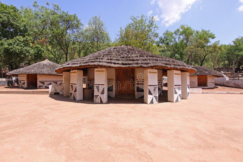 Aldea de Ndebele imagenes de archivo