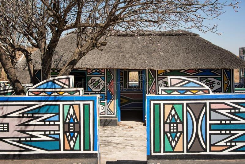 Aldea de Ndebele (Suráfrica) fotografía de archivo