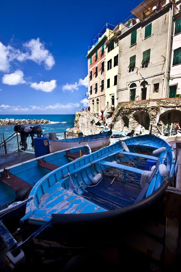 Aldea del pescador de Riomaggiore en Cinque Terre fotos de archivo