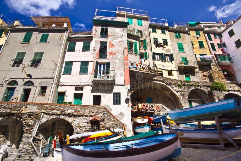 Aldea del pescador de Riomaggiore en Cinque Terre foto de archivo libre de regalías
