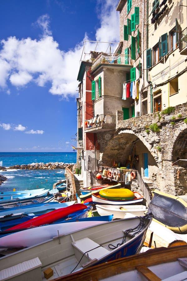 Aldea del pescador de Riomaggiore en Cinque Terre imagen de archivo