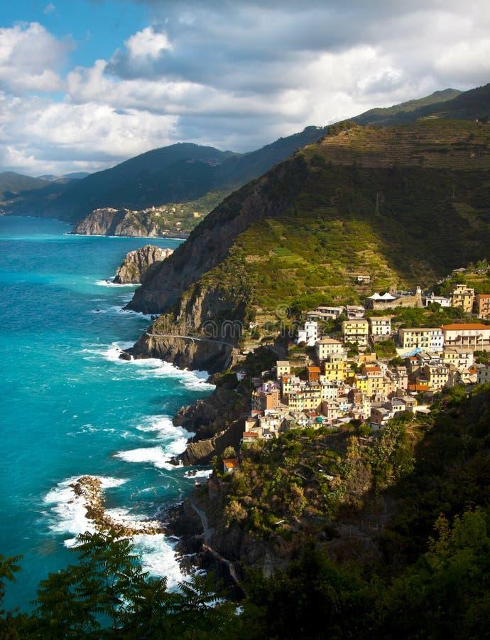 Aldea del pescador de Riomaggiore en Cinque Terre fotografía de archivo libre de regalías