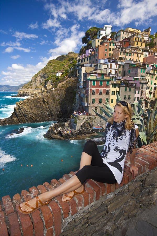 Aldea del pescador de Riomaggiore en Cinque Terre foto de archivo