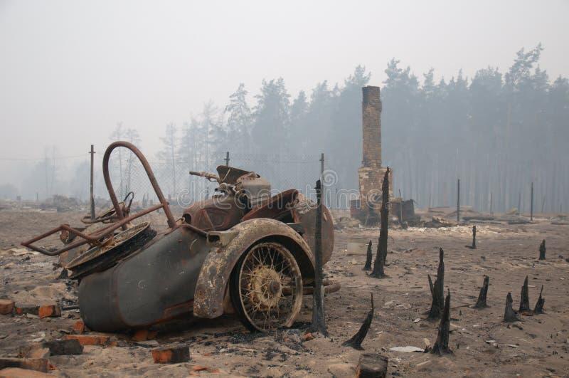 Aldea después del fuego imágenes de archivo libres de regalías