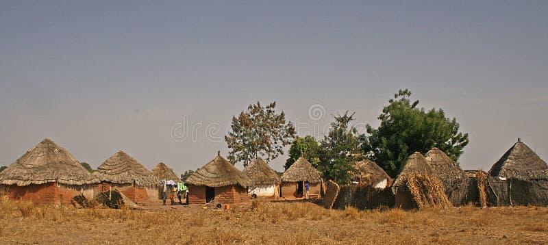 Aldea en la Gambia, África imagen de archivo