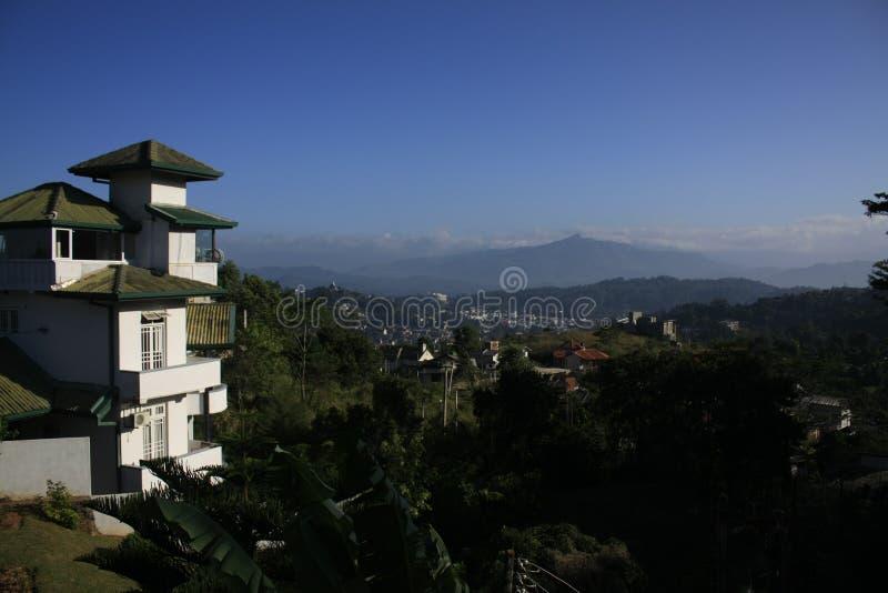 Aldea en montañas fotos de archivo libres de regalías