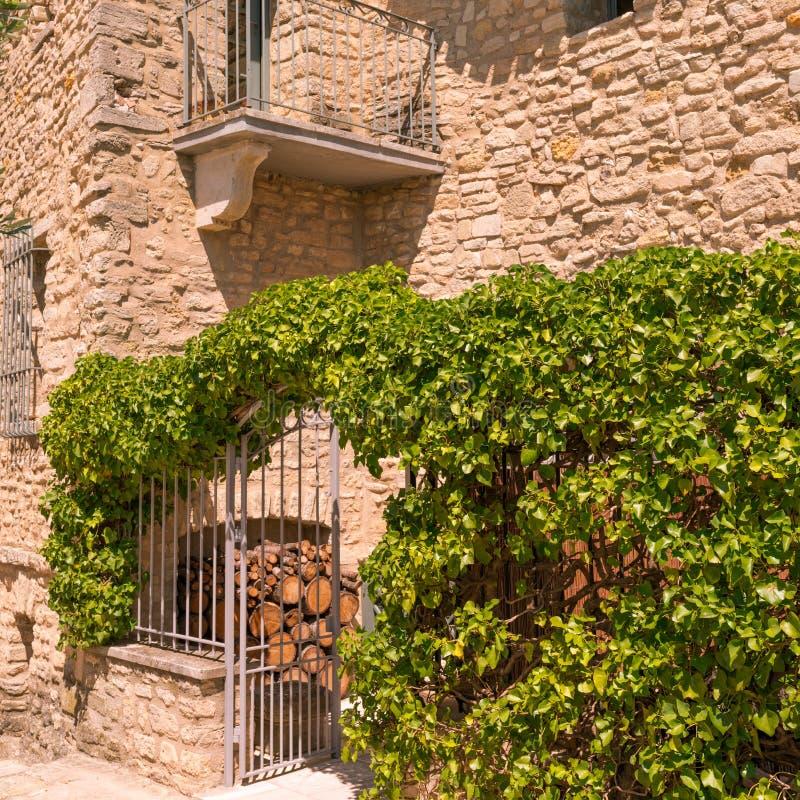 Aldea en Provence imagen de archivo libre de regalías