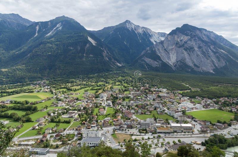 Download Aldea en Suiza foto de archivo. Imagen de día, agricultura - 100528386