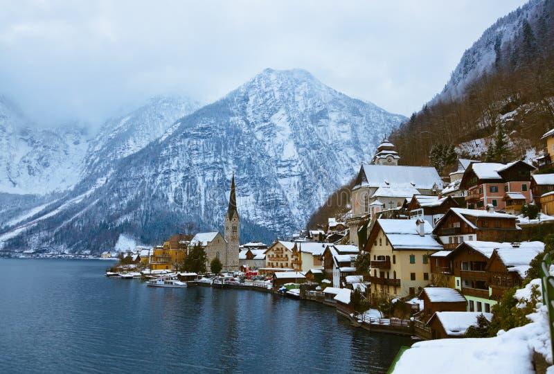 Aldea Hallstatt en el lago - Salzburg Austria foto de archivo