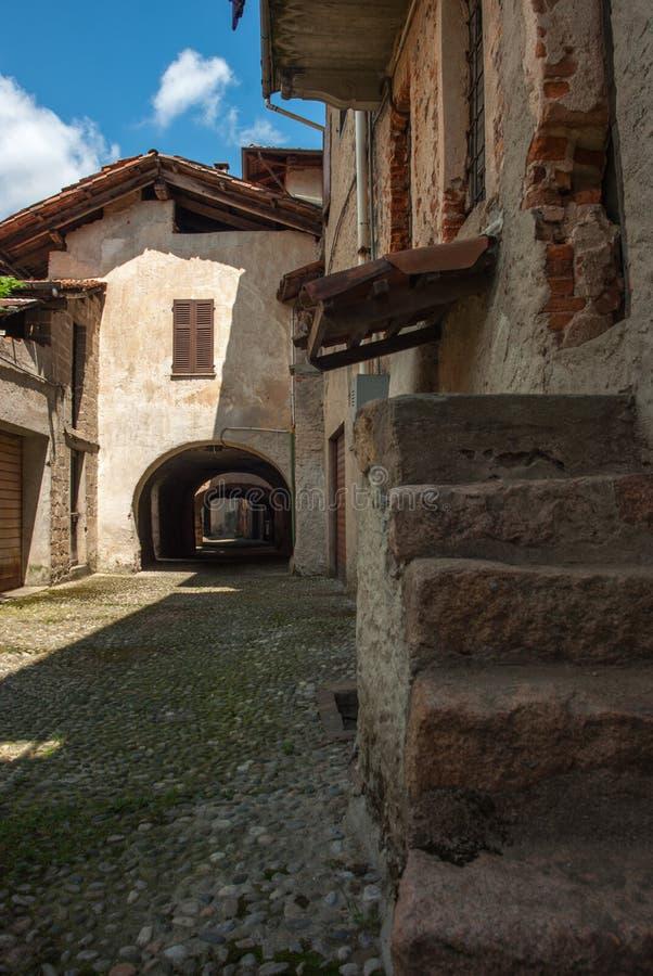 Aldea italiana vieja fotografía de archivo libre de regalías