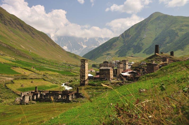 Aldea Usghuli en Svaneti, Georgia fotografía de archivo libre de regalías