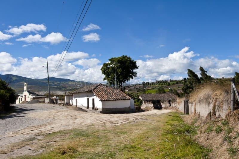 Aldea vieja de la granja en las montañas andinas foto de archivo libre de regalías