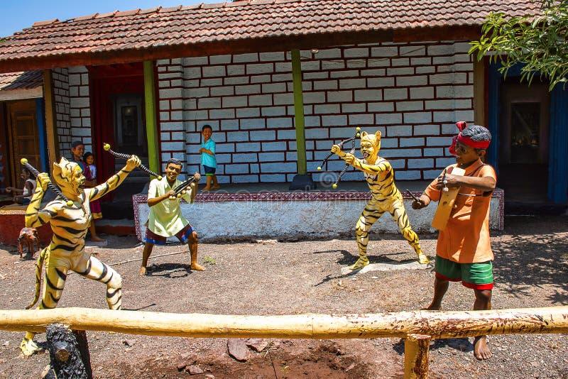 Aldeanos que bailan, museo de la escultura, matemáticas de Kaneri, Kolhapur, maharashtra imagen de archivo libre de regalías