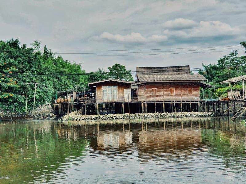Aldeia aquática em Bangkok, Tailândia fotografia de stock