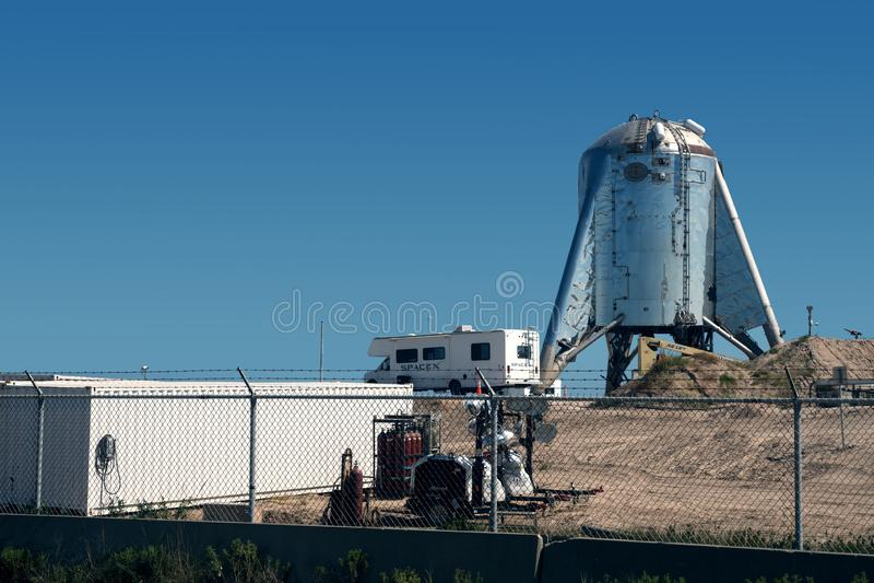 Aldeia Boca Chica, Texas / Estados Unidos - 16 de agosto de 2019: Uma visão do protótipo da nave estelar do SpaceX imagem de stock royalty free