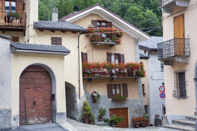 Aldeia da montanha medieval velha fotos de stock royalty free