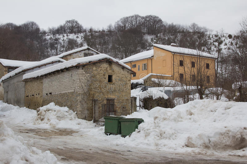 Aldeia da montanha no inverno imagem de stock royalty free