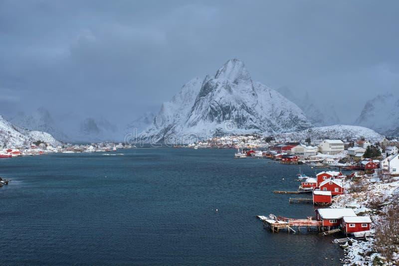 Aldeia piscatória de Reine, Noruega fotos de stock royalty free