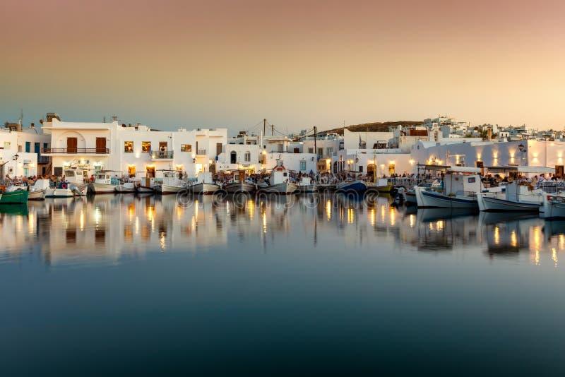A aldeia piscatória idílico Naousa, Cyclades, Paros, Grécia imagens de stock royalty free