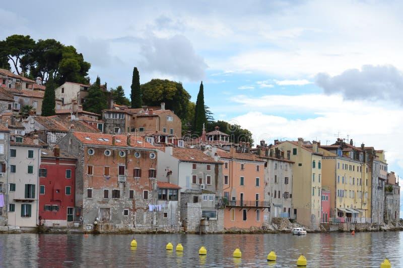 Aldeia piscatória no mediterrâneo fotos de stock royalty free