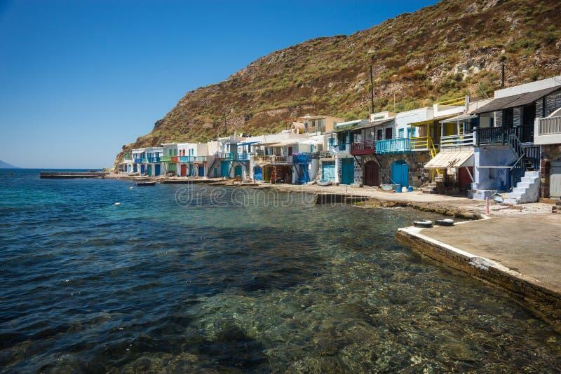 Aldeia piscatória pitoresca de Klima na ilha dos Milos foto de stock