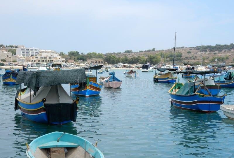 A aldeia piscatória velha de Marsalok, Malta fotos de stock royalty free