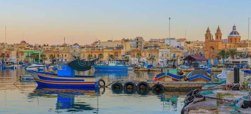 Aldeia piscatória velha tradicional Marsaxlokk em Malta imagem de stock royalty free