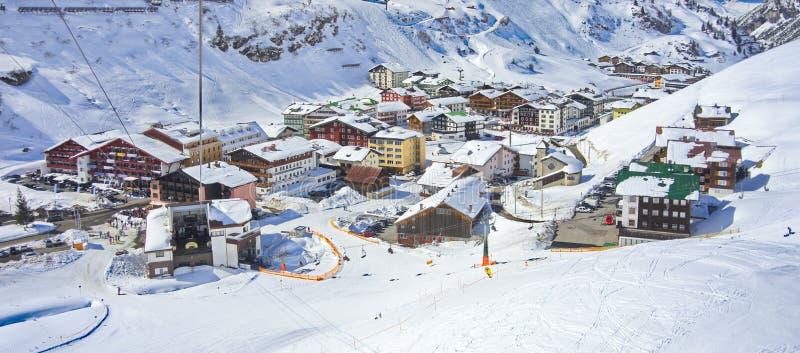 Aldeola de Zurs e estância de esqui de Lech - de Zurs em Áustria fotografia de stock