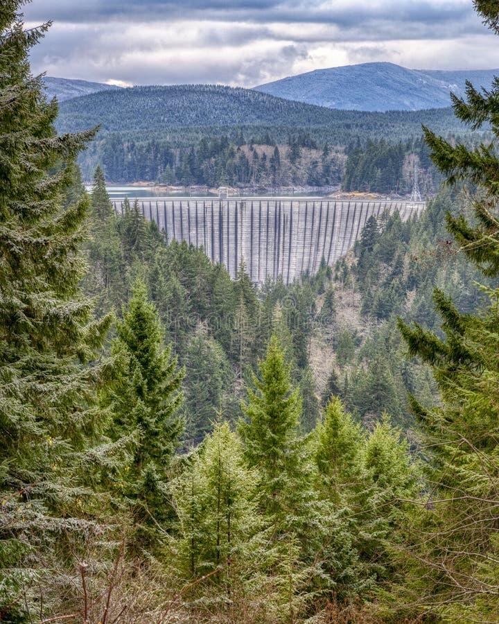 Alder Lake Dam em inverno fotografia de stock