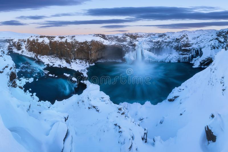 Aldeyjarfoss на севере Исландии около Godafoss и одного большинств интересных особенностей водопада стоковое фото