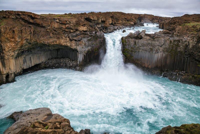 Aldeyjarfosswaterval op Skjalfandafljot-rivierpanorama Noordoostelijk IJsland Scandinavië royalty-vrije stock afbeelding
