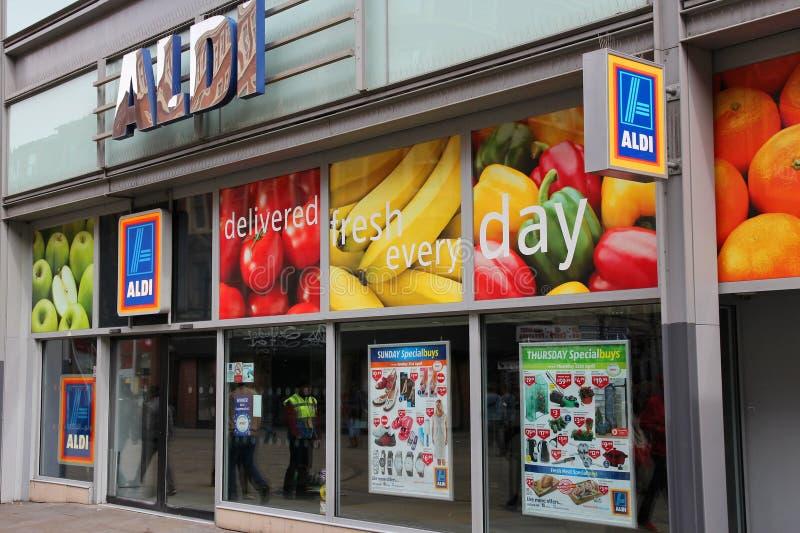 Aldi-Supermarkt stockbild