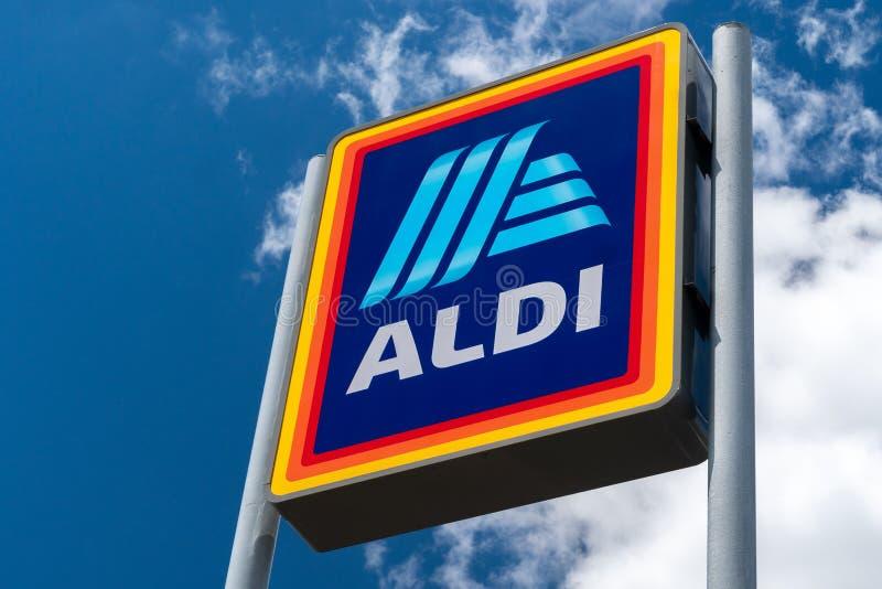 Aldi-Supermarktzeichen stockfotos
