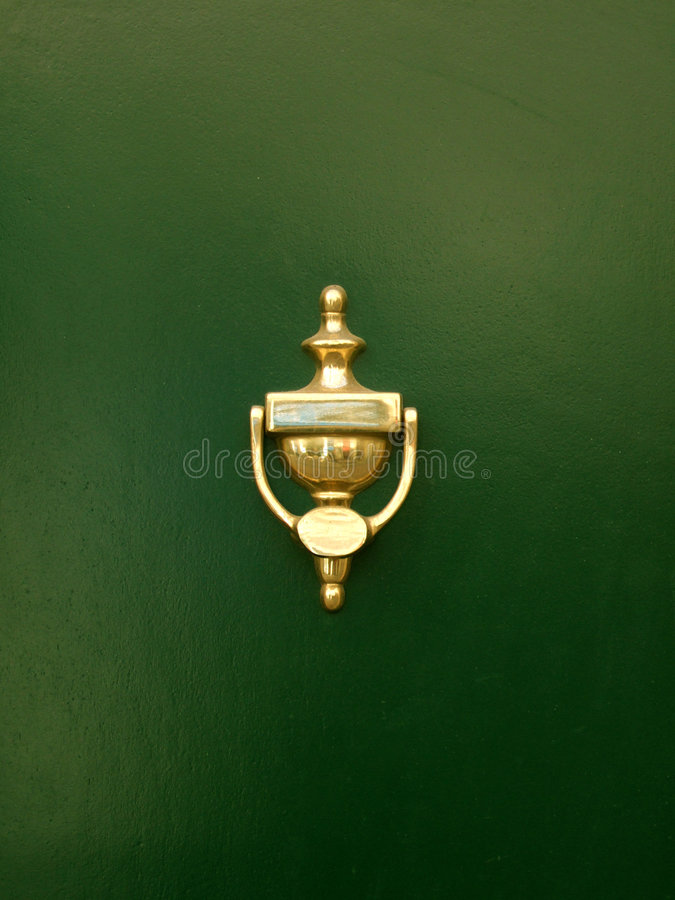 Aldrava de porta dourada fotos de stock royalty free