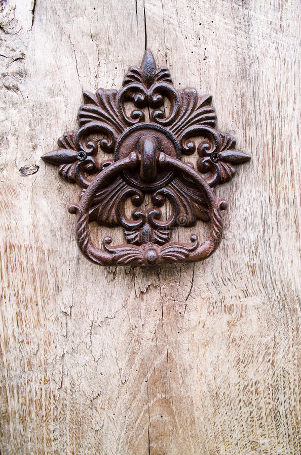 Aldrava de porta velha imagens de stock royalty free