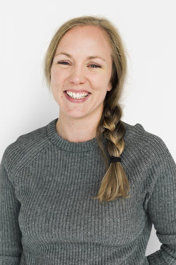 Alegre feliz sonriente de la muchacha caucásica imágenes de archivo libres de regalías
