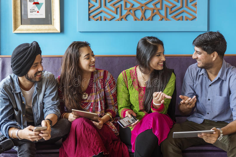 Alegre ocasional da comunidade indiana da afiliação étnica fotografia de stock