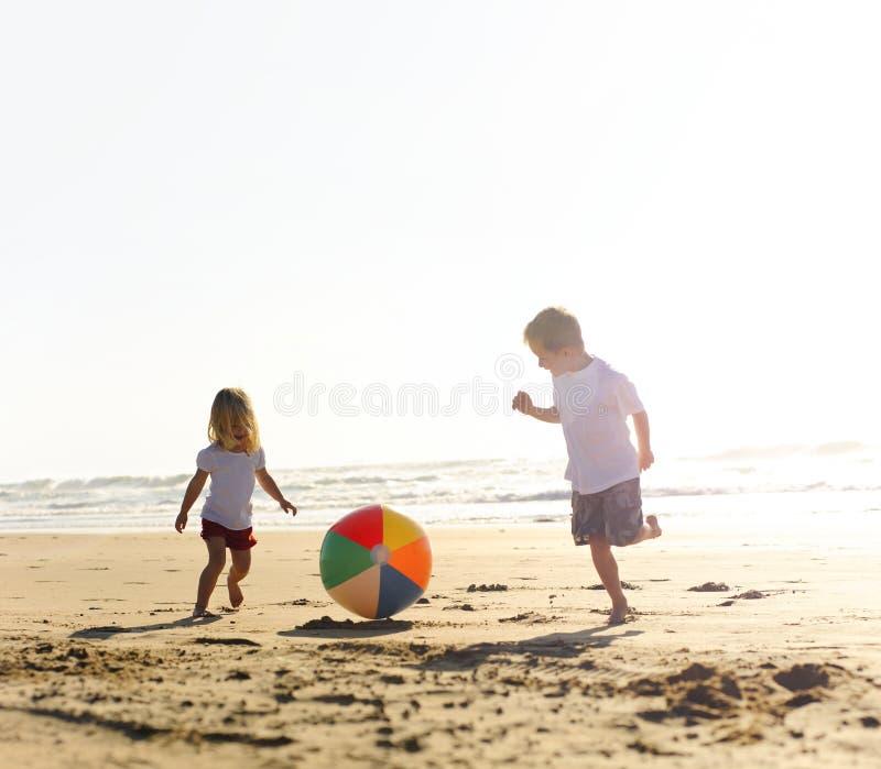 Alegria da esfera de praia imagem de stock