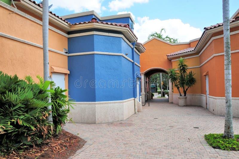 Aleia atrás das lojas em Florida sul fotografia de stock