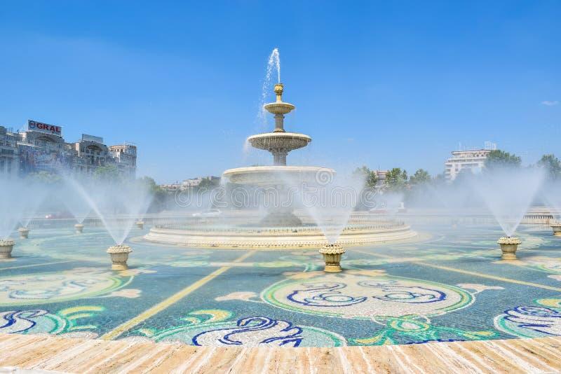 Aleia das fontes em Bucareste, Romênia foto de stock royalty free