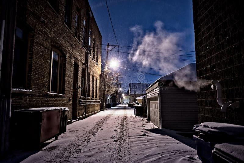 Aleia escura, fria do inverno de Chicago com neve, gelo e cozinhar fotos de stock royalty free