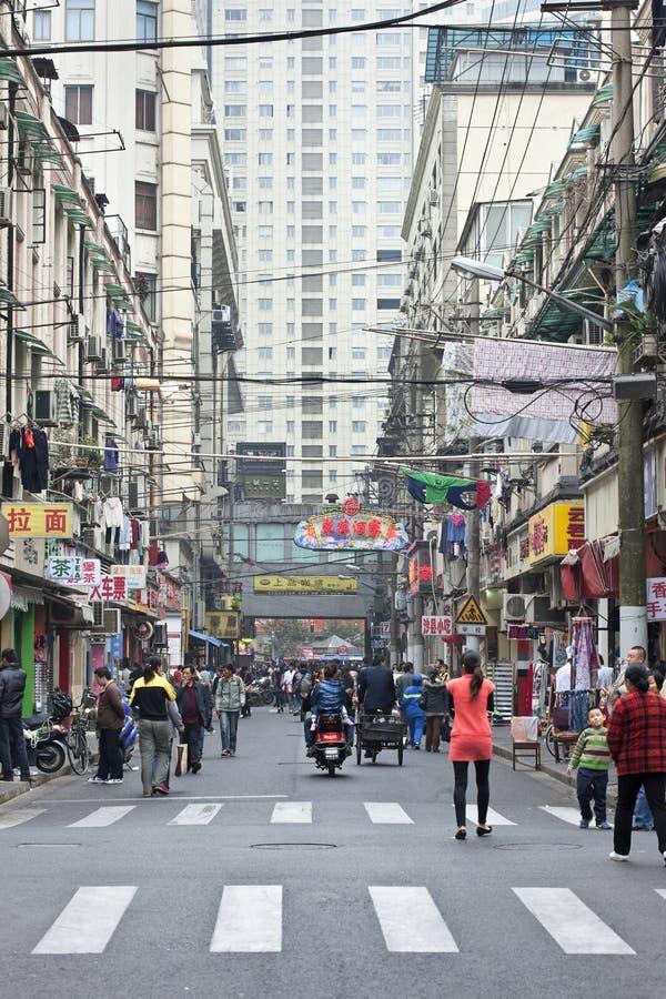 Aleia estreita na cidade velha de Shanghai, China fotografia de stock