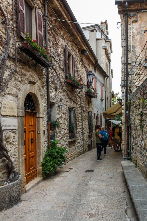 Aleia na cidade velha de São Marino imagem de stock