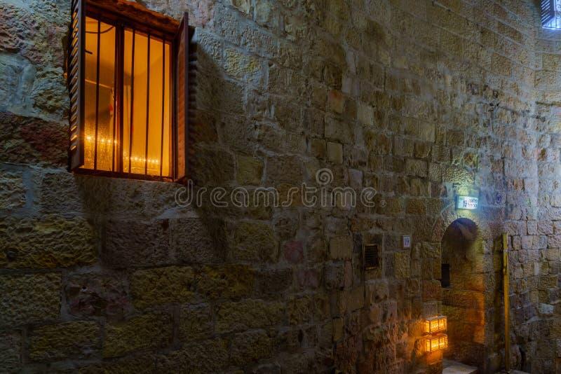 Aleja w Żydowskiej ćwiartce z Tradycyjnym Menorahs, jervis obraz stock
