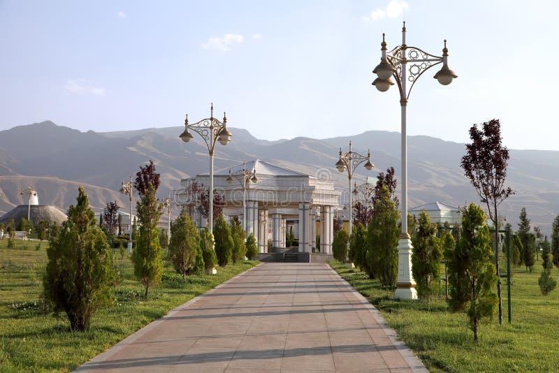 Aleja w parku z lampiony. Ashkhabad. Turkmenistan. fotografia stock