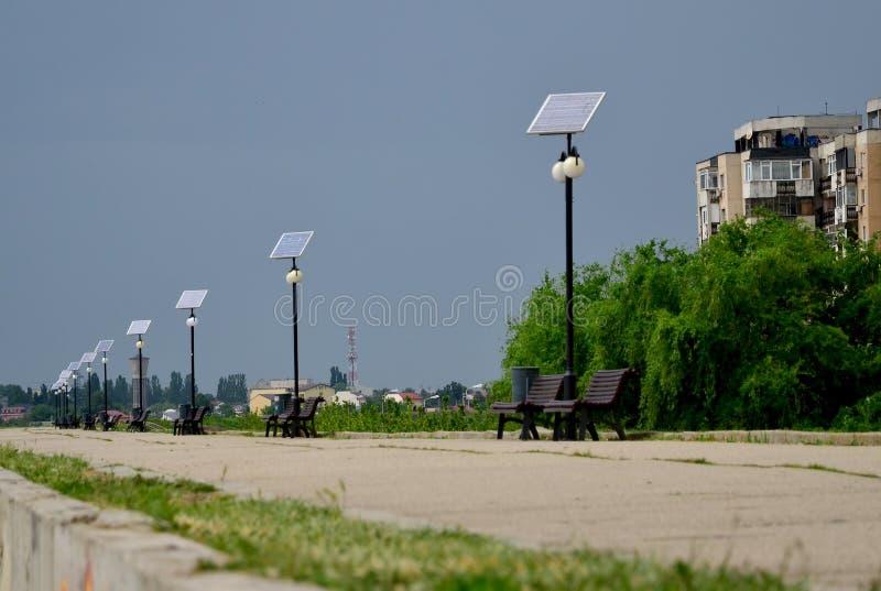 Aleja z słonecznymi photovoltaic światłami fotografia royalty free